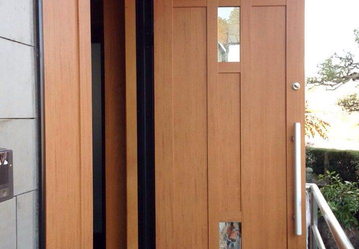玄関の木製ドアリフォーム